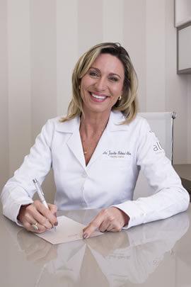 Dra. Jaqueline Behrend